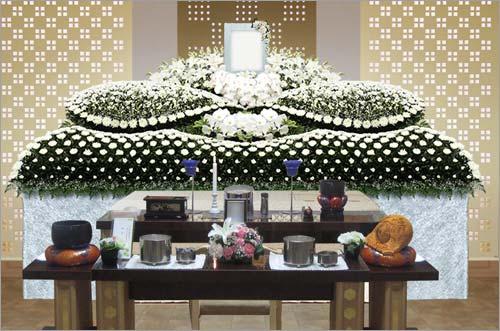 県央みずほ斎場の一般葬83花祭壇イメージ1
